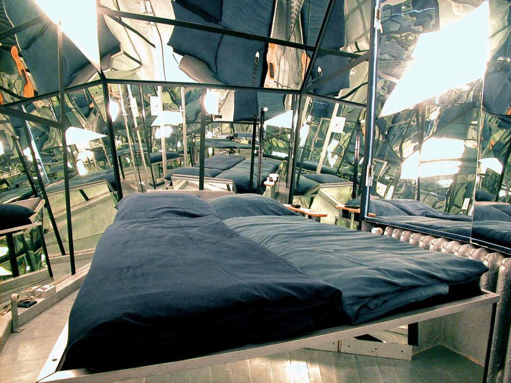 Hotel Propeller Island City Lodge
